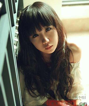 2013韩式中长发烫发发型 甜美烫发展现清雅迷人气质图片