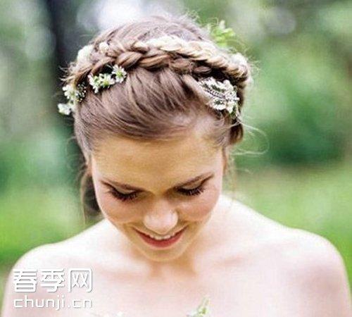 分类导航 生活百科 美容时尚 发型 > 欧美新娘发型 鲜花点缀小清新  &