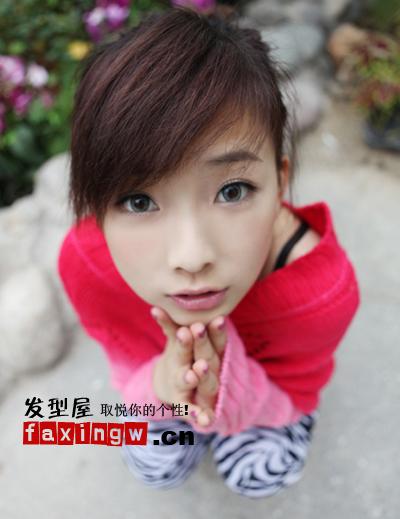 何曼婷照片 90后歌手何曼婷甜美萝莉发型