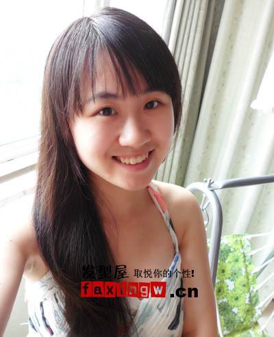 楼道王菲刘美麟素颜照片,齐刘海侧肩直发,归于孩子气.图片