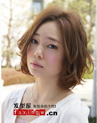 大胖脸女生适合的短烫发发型推荐 修颜减龄图片