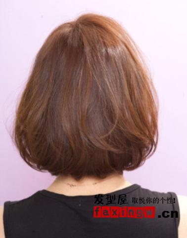女生头型与发型 内扣短发蓬松显气质图片