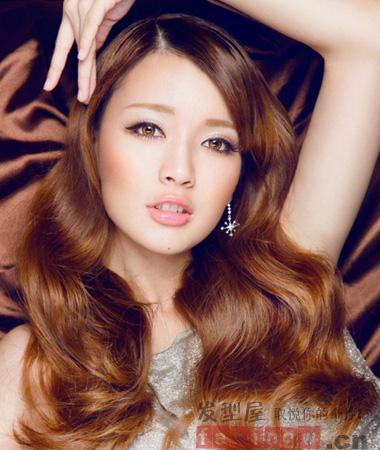 长脸女生适合的气质长卷发发型