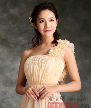 秋季韩式伴娘发型图片 低调展露清新优雅气质图片