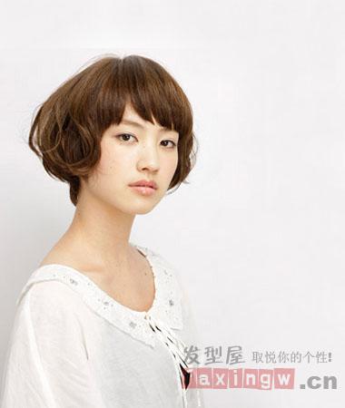 分类导航 生活百科 发型大全 发型设计 > 方脸mm适合的发型 百变刘海图片