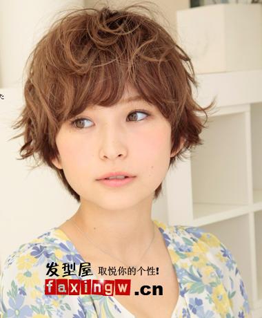 潮流的日系短发烫发发型 做优雅小美人