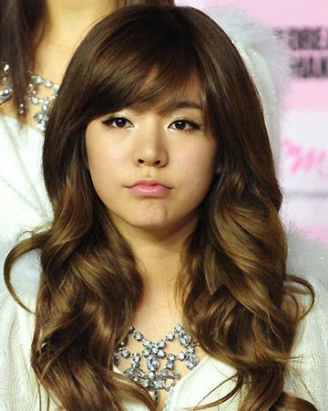 观韩国女星中长发发型 掌握2013年发型流行趋势图片