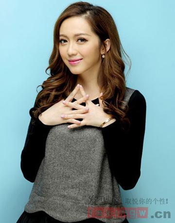 流行韩式中长发烫发发型 甜美知性任你选图片
