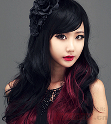 女生个性挑染长卷发发型图片 玩转潮流缤纷色彩