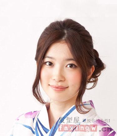 日式中分发型扎法 优雅盘发尽显轻熟魅力图片
