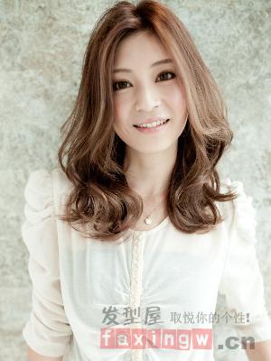最新日系中分时尚发型烫染最迷人-妈妈教程烫发的百科喂奶可以吗图片