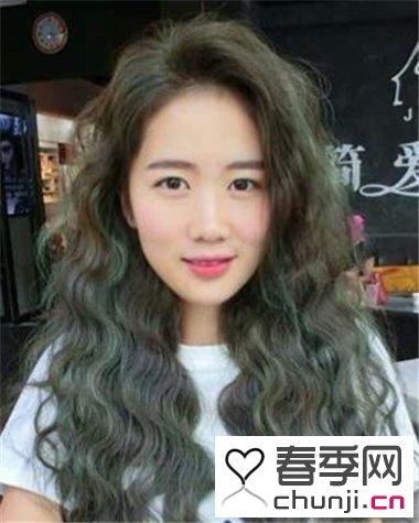简单时尚易打理烫发发型 烫卷发发型助你更有亲和力图片