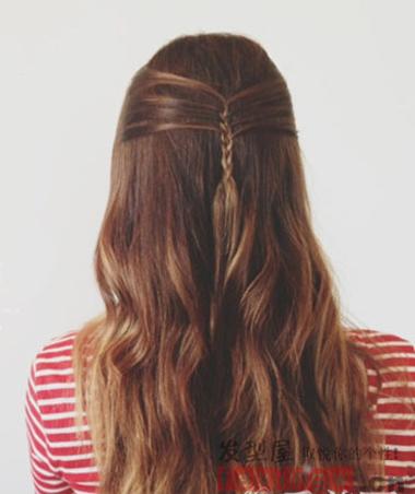 分类导航 生活百科 发型大全 女生发型 > 新款长发扎法独具匠心 三