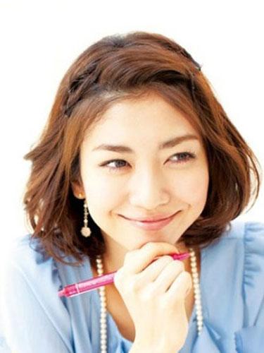 学习9款简单韩国发型扎法 刘海编发甜美加分