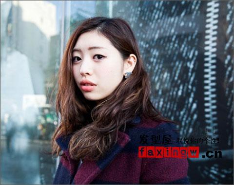 2013日本街拍发型流行趋势女生女生走起不对v发型晚发型图片