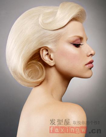 首先介绍提一款有艺术感的沙沙宣女生短发造型,其实沙宣发型图片
