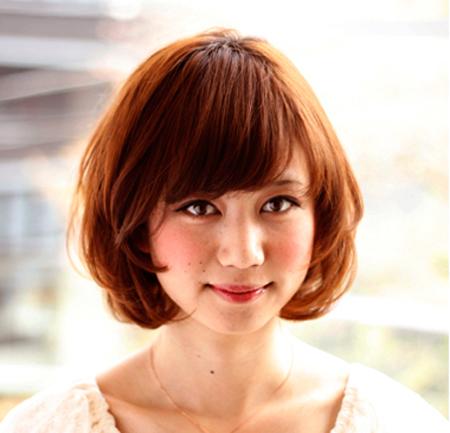 搭配各类脸型的女生短卷发发型图片