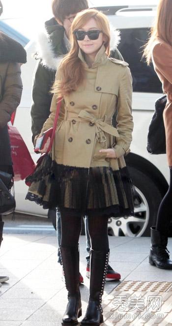 韩国女星机场街拍 穿皮衣皮裤耍帅图片
