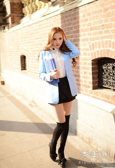 小西装+短裙或短裤 搭配高跟鞋超有女人味