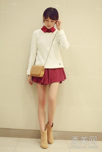 白色毛衣搭配红色衬衫式连衣裙,黄色系短靴和单肩包,甜美可爱的装扮