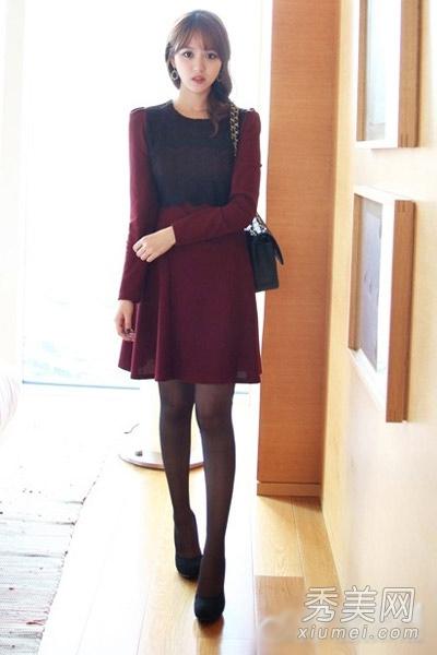 丝袜_红色蕾丝连衣裙+黑色丝袜+黑色高跟鞋+黑色链条包,黑色的蕾丝拼接性感