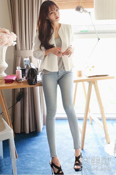 紧身裤+高跟鞋 提升女人味又显腿长