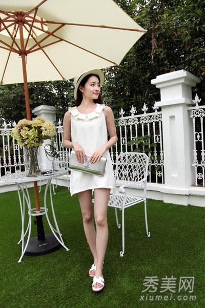 白色太阳花领露肩连衣裙
