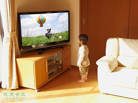 学龄前儿童应该怎么正确看电视