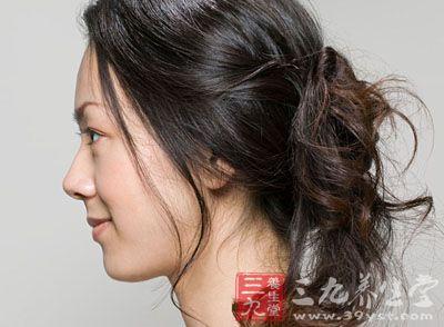 头发干燥_头发干燥怎么办