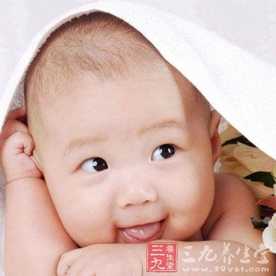 新生儿睡觉翻白眼 为何新生儿睡觉会翻白眼