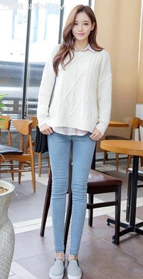 毛衣+衬衫+牛仔裤穿出女神范