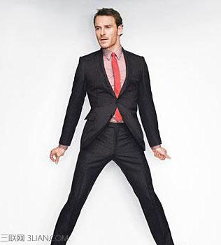 黑西服白衬衫配什么领带