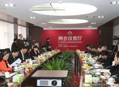 会代表委员谈 食品安全 问题图片