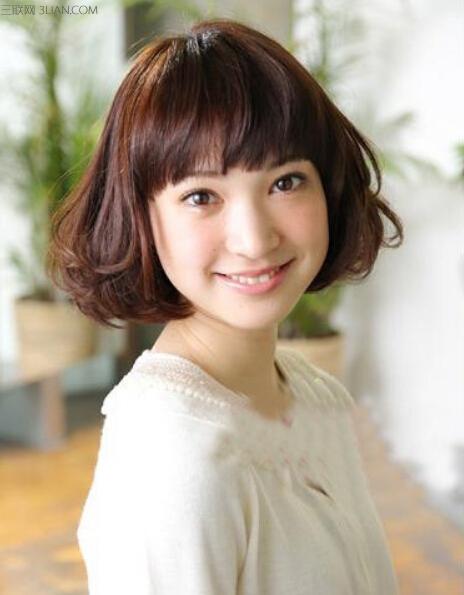 日系发型是很多女生都喜欢的发型类型,淑女俏皮又有