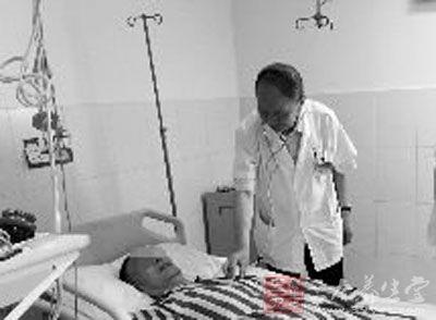 男子罹患多种疾病 同时换心脏和主动脉获新生