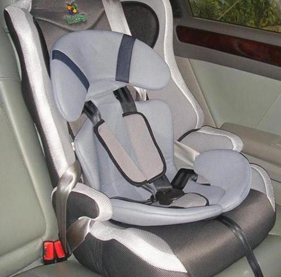 一,安全座椅应该依照「使用说明书」安装,以免遗漏某个重要步骤.