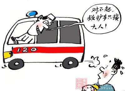 家属打了120急救电话,但救护车不愿意接送孩子去手术医院