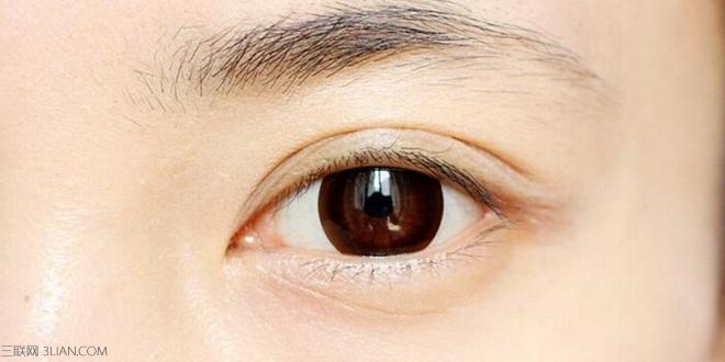 一款适合的眉毛能点缀出你的典雅风韵,是靓丽妆容的最大亮点。小欧式眉毛拥有柳叶眉的细致,尾端微勾又具有仕女的气质,非常典雅端庄。一起来看看小欧式眉毛画法步骤,将这款典雅的眉毛画法学到手。 小欧式眉毛画法步骤一