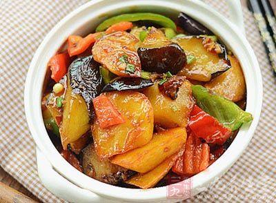 汽车 菜谱 家常 多样 做法/调料:烹调油,酱油,糖,盐,葱花,蒜蓉,生粉,高汤各适量。