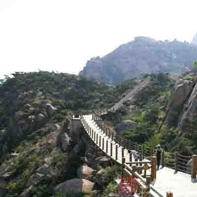 大珠山风景区位于黄岛区东南部海滨