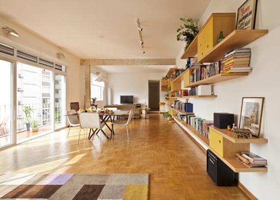 编辑点评:客厅,餐厅和休闲区三个空间之间没有明显隔断,开放式的设计