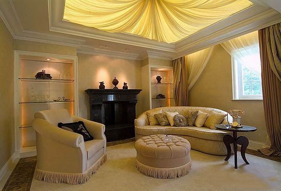 客厅吊顶的设计也是多样化的,从材质、造型的不同表现出呈现出不一样的视觉美感,更是不同的家居生活体验。 客厅吊顶效果图(一) 编辑点评:欧式风格的大气自然是让人惊叹不已,从整体的造型设计到布局、再到细节的雕刻、纹理