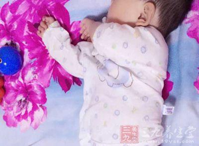 新生儿翻白眼 宝宝睡觉时为什么翻白眼