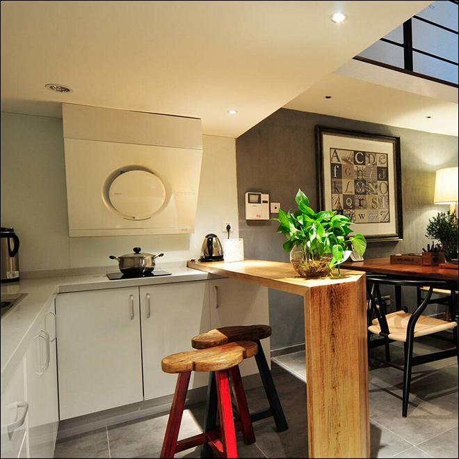 业主背景:屋主奋斗十年,在南翔买了一套小小的房子。房子的产证面积只有49平,实际房型是4.5平米的挑高房,做成两层空间的loft,小空间也能容纳大梦想。改装后,上下面积加起来70平有余,在房价偏贵的当下,不失为一个实惠的方案。 户型: LO