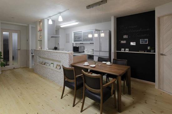 长方形的木质餐桌,展示出浓郁的日式恬淡.      part2:餐厅设计