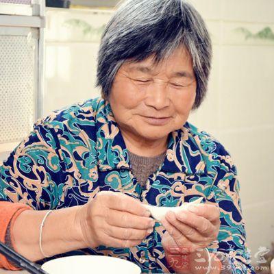 60多岁女人生活照片