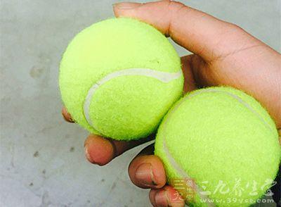 球运动打平板的错误网球需改正-常见百科网教程三星T700刷机教程图片
