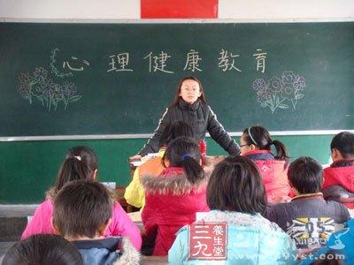 小学生健康�z(n��.[�_小学生持警棍对峙 如何做好小学生心理健康教育