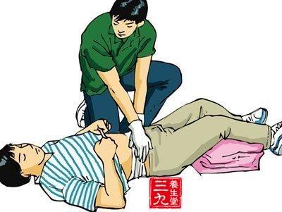 急救      1,胸部开放伤要立即包扎封闭(不