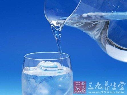 """抽检15%纯净水是""""细菌水"""" 细菌总数超标千倍"""
